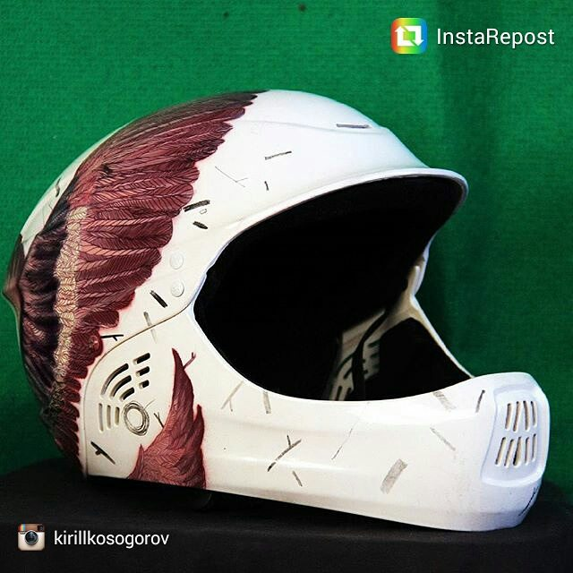 Love the paint job on this #fullface!  Have a #custom painted helmet? We'd love to see it, tag a pic with #cuzrockshurt