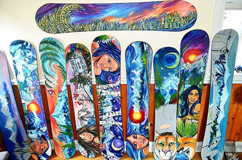 Check out these painted snowboards from CO artist Tai Leach! Tai is one of a few local artists, including SG Creative Division artist @pat.mckinney, that will be creating live, interactive art, during the @dewtour in Breckenridge! Be sure to check it...