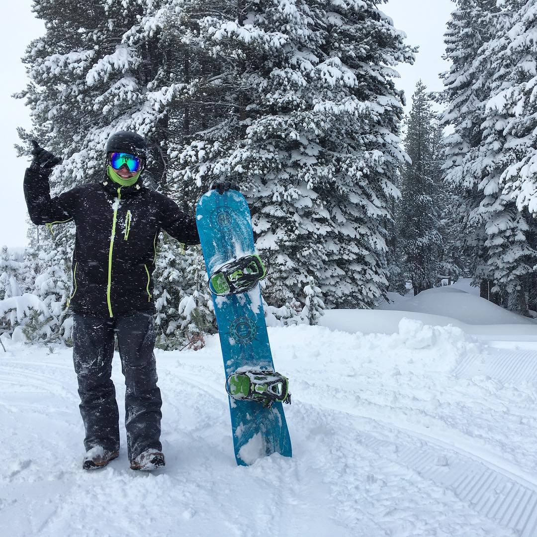 #thrivesnowboards @borealmtn #newboard #Relentless #thriving #powderday #borealmagic #shaka #sharethestoke #snowboarding