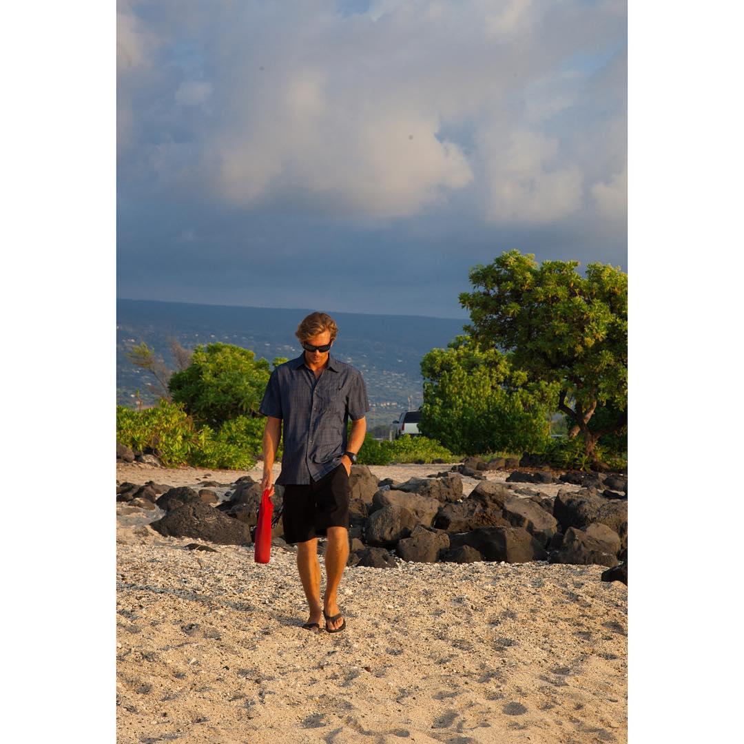 W A L K T H E W A L K  That moment when I put my camera down, I'm dry and @swellliving takes a few shots. #randomlysweet #supcouple #model #casualfriday #kaenon #itakebioastin #rareform #imaginesurf #konaboys #bestdayofmylifeagain #odinasurf...