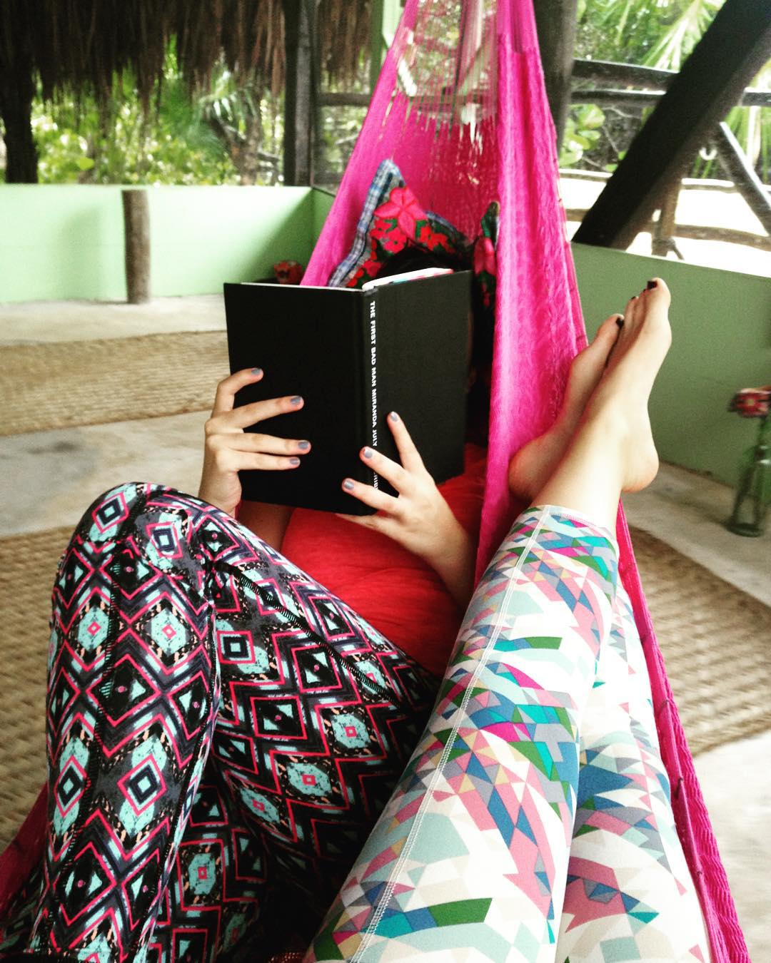 Saturday mornings: relaxing & reading in Threads 4 Thought active wear ✌
