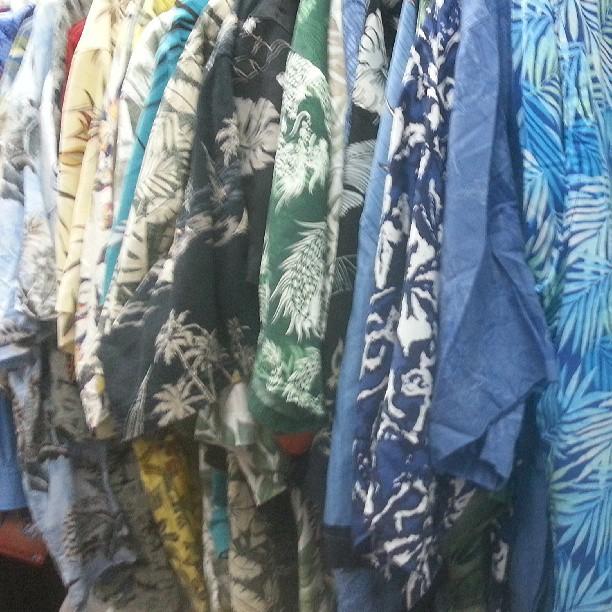 hawaiianismo ortodoxo desde $480 #camisashawaiianas en el piso de arriba #galeriaplazaitalia