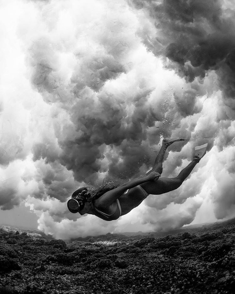 Cloudy with a chance of reef;) ☁️ @tavaruaislandresort @hisarahlee @odinasurf
