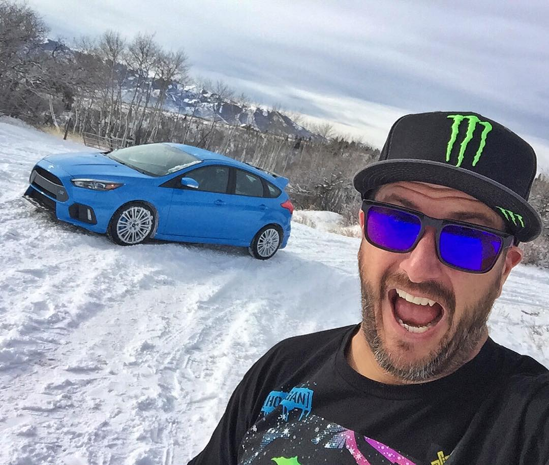 Yes, that's a 2016 Ford Focus RS on US soil. Yes, it's in the snow. And yes, it's giggle-inducing fun. #workingonasunday #worthitthough #FocusRS #allthesliding #AWDFTW