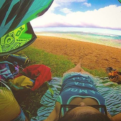 Sunday in #Hawaii // shorts, sunscreen and an amazing view! @alohamermaid + @naish_kiteboarding .
