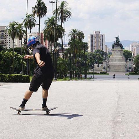 Kickin' it out, @renanlazzarotti enjoys a his #sundayfunday in style.