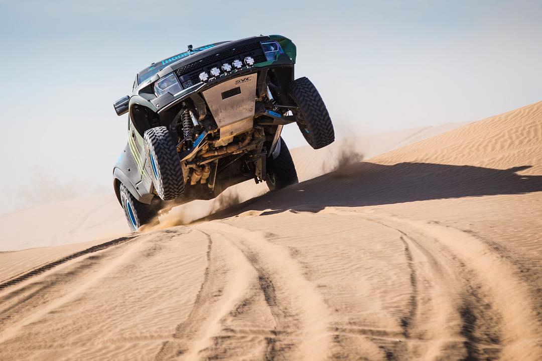 HHIC @kblock43 trashing dunes in the prerunner Raptor.
