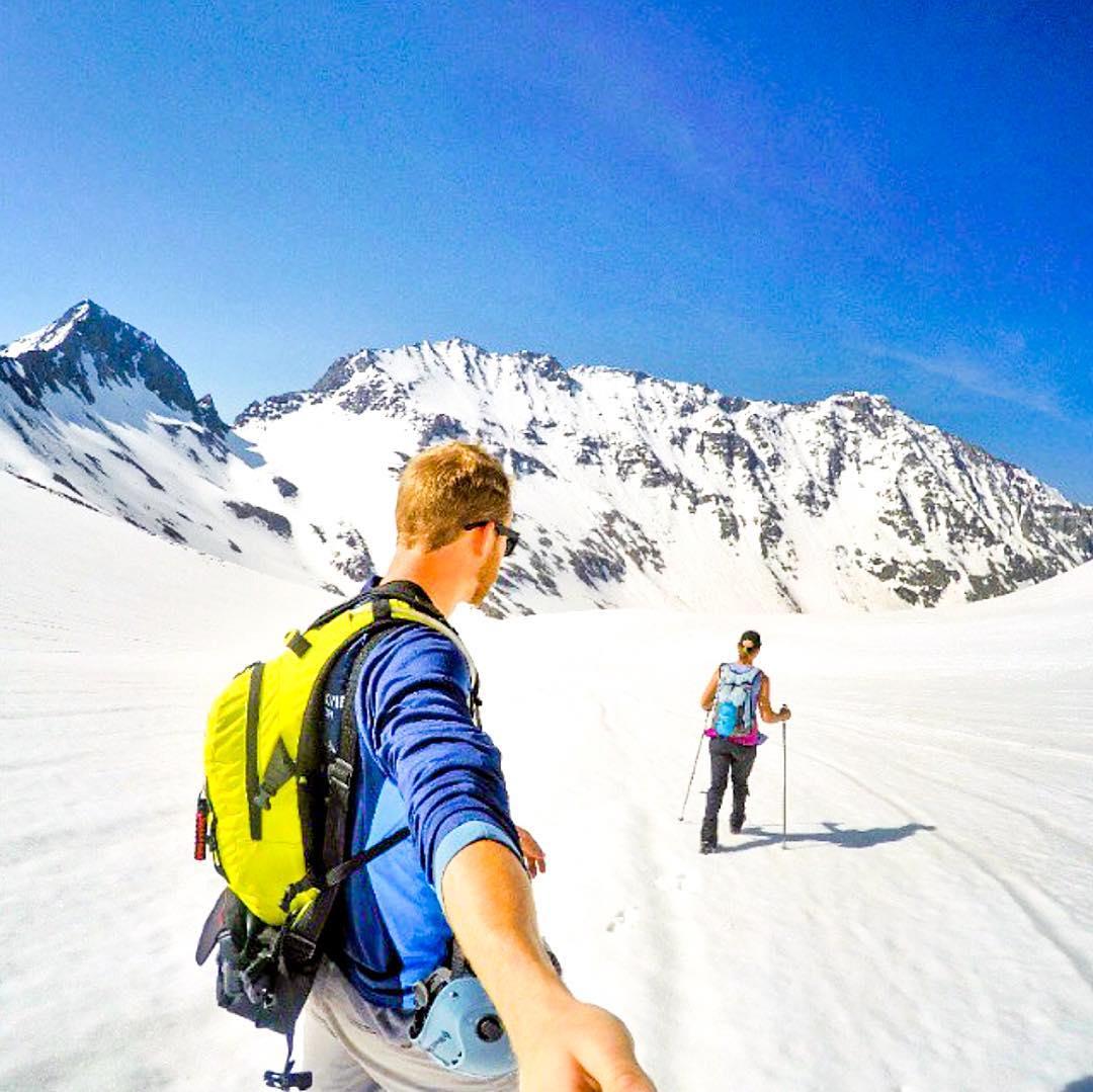 White snow and blue skies  @arizona_adventurer wearing the Black Pearls  #Kameleonz #Colorado #Polarized #lifesabeach #EnjoyTheRide