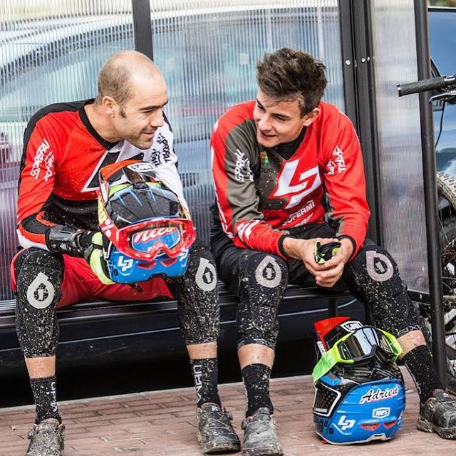 "Team Lapierre Gravity Republic ""enduro"" riders Nicolas Vouilloz & Adrien Dailly relaxing in our 2016 Rage Kneepads ahead of yet another @world_enduro battle. #sixsixone #661 #661protection #ProtectFun #ragekneepads"