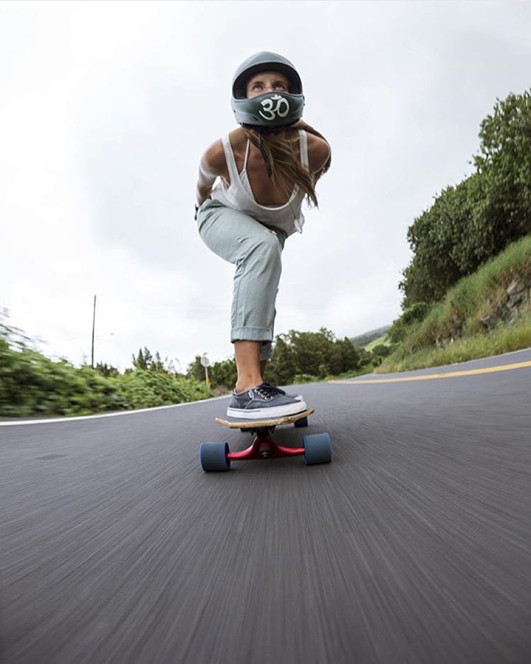 Emma Daigle @outsideone charging! @mattkienzle photo.  #longboardgirlscrew #womensupportinwomen #skatelikeagirl #emmadaigle  #hawaii #LGC
