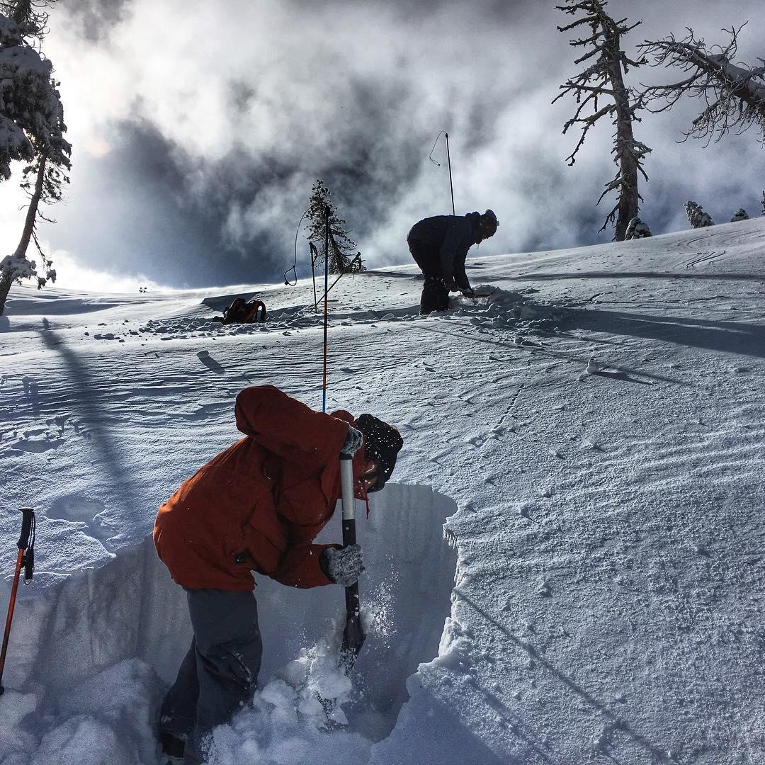 #backcountry #splitboarding #digapit #safetythird #sharethestoke #thrivesnowboards #powderday #snowboard #renegade