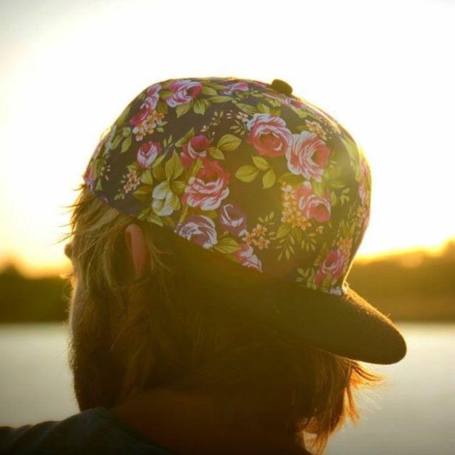 Queda poco para las fiestas y las gorras vuelan! Conseguilas en www.underwavebrand.com - El ganador del sorteo es @juanser! - #FeelIt