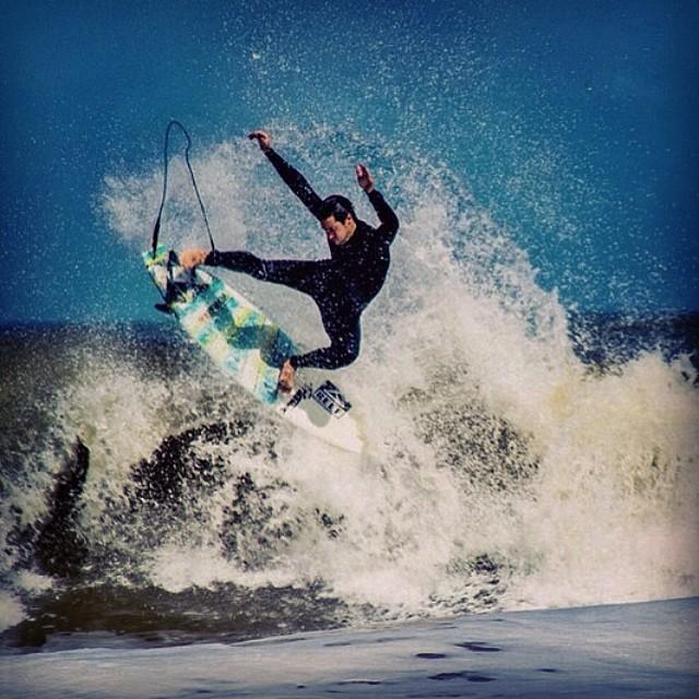 GET FREE! Una del cajón by @luismaiturria #soul #surfing #waves #reefargentina