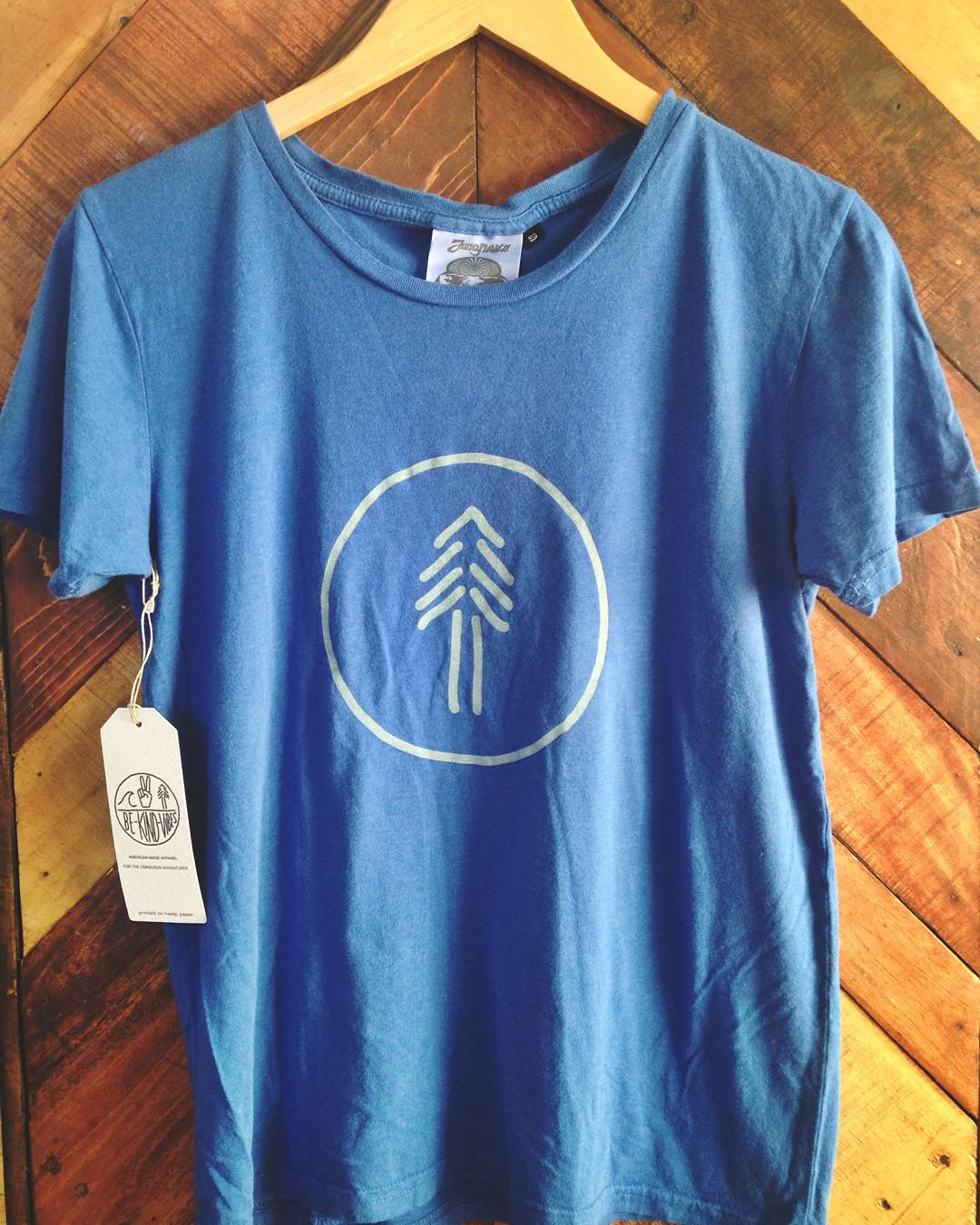 ~ Women's Redwood ~  With this design we pay homage to the living giants, among the oldest and tallest on Earth, the Coastal Redwood.  A rad, conscious gift for the lady adventurer in your life. Made in California from a blend of hemp and organic...