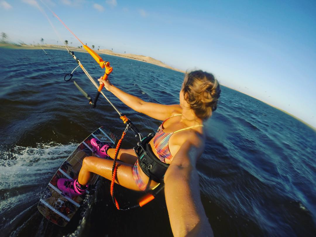 Come ride with me... #sensiclaire #sensimelanie #kitesista #kiteboarding #kitesurf