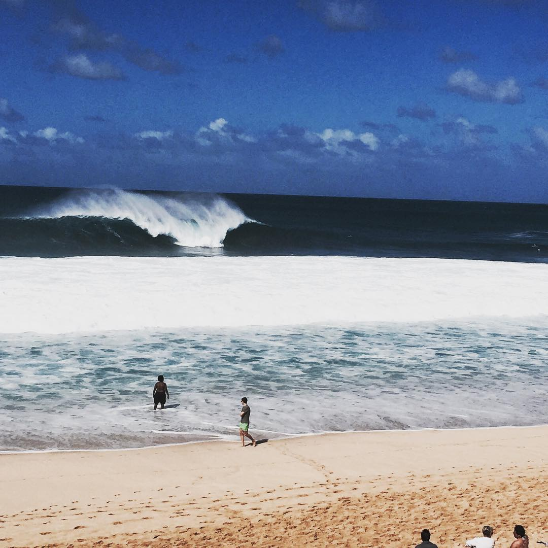The three man heat of the year is about to start, and it's huge, offshore and going off! Watch Mick, John John and Kelly now at worldsurfleague.com #BillabongPipeMasters #lifesbetterinboardshorts @wsl