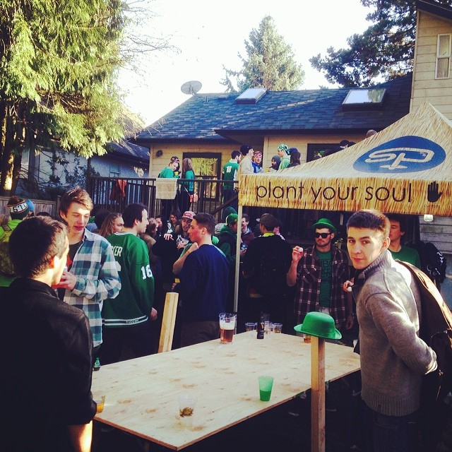 We're here in Vancouver at the #UBCSkiandBoard club #Stpattys2k14 party.  #GoGreen #plantyoursoul | Mobile #soulshop presented by: @kates_real_food #realfood; @houseofmarley #livemarley; @tecnicablizzard #liveforthenextday; #carhartt; @ethnotekbags...