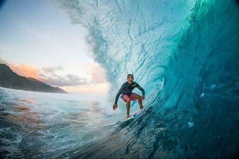"""Diego """"Foca"""" Conti confiando en nuestras parafinas. #tahiti #keepsurfingwax #surf @diegomartinconti"""