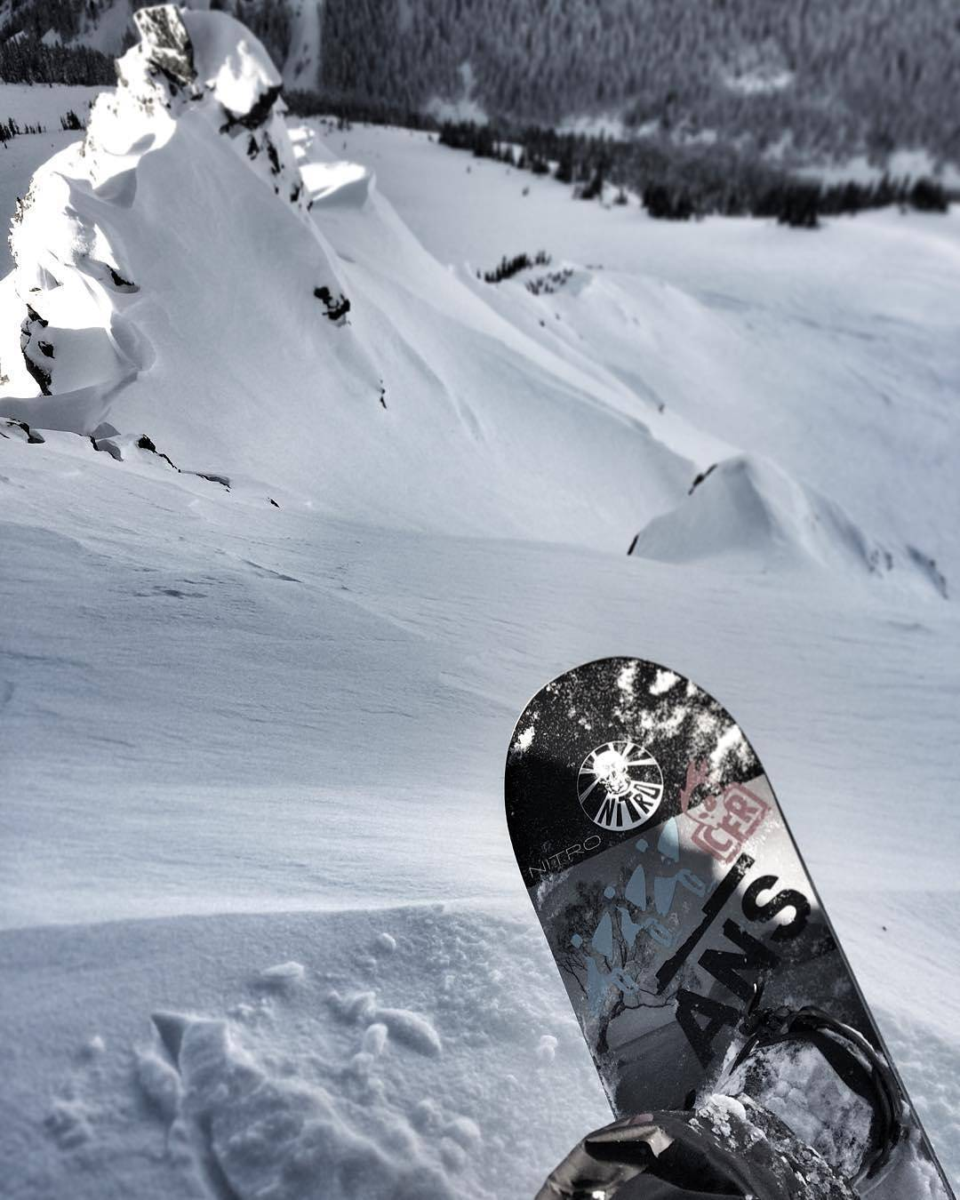 Joel Loverin (@ruk1er) getting after it! #snowboarding #powder #fluxbindings #joelloverin