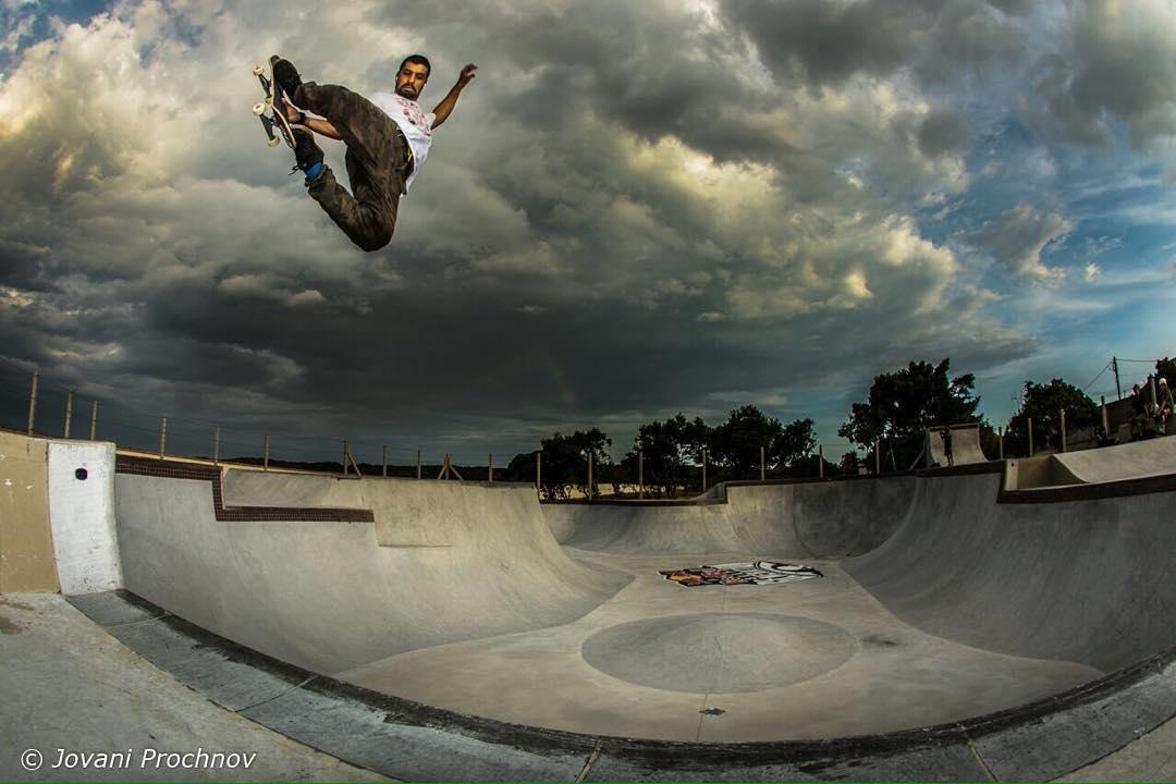 @caiquesilvaskt - Stale Fish no Bowl do Guga Arruda, Rio Tavares - Floripa. #QixTeam #skateboardminhavida