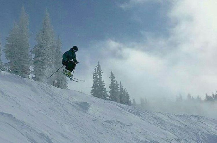 It's been a blast shredding around Alta and Snowbird the past few days with some rad people! Life is pretty damn sweet! Huge thanks to @rachaelburks for the photo and the killer Alta laps!