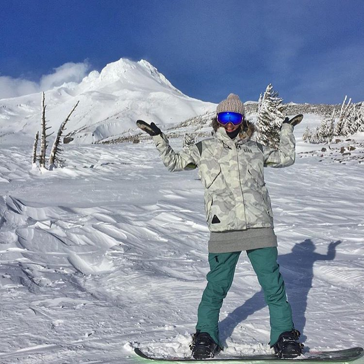 Two #Bluebird #Pow days in a row @mthoodmeadows .Dear winter, please stick around! | Ft. Trooperette Jacket & pant. #PNW #MtHood #SnowCamo ❄️