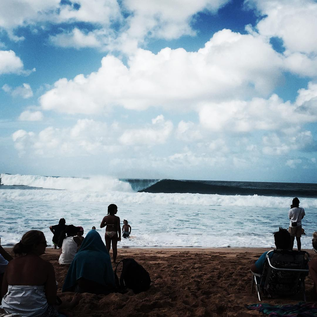 That is it for the #BillabongPipeMasters today, folks! What an incredible day it was. Tomorrow a World Title will be decided and a #BillabongPipeMasters champ crowned! Tune in to worldsurfleague.com at 7:30am local time. #lifesbetterinboardshorts @wsl