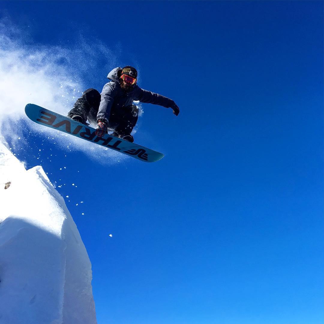 #snowboard #cliffdrop @moofosta #donnerlake #california #thrivesnowboards #soulshredder