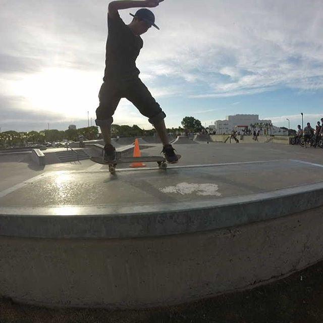 A rodar con @perkyshoesar ! Estate atento estamos recorriendo la ciudad retratando la pasión  #pasión #skate #skater #park #rider #bmx #skatelife  #misperky #amorxperky  #perkyextreme #style #instalike #tagsforlikes  #smile #instadaily #follow