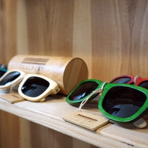 Stocking stuffer, sustainable eyewear. Frames made with 100% bamboo, polarized lenses, and comes in 5 vibrant colors. ***Available now*** // #planyoursoul