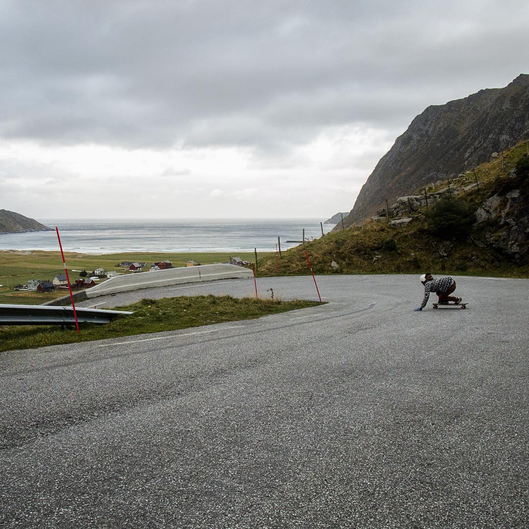 Riding waves, @ali_nas skated this gem before jumping in the water for a surf somewhere along the coast of Norway.