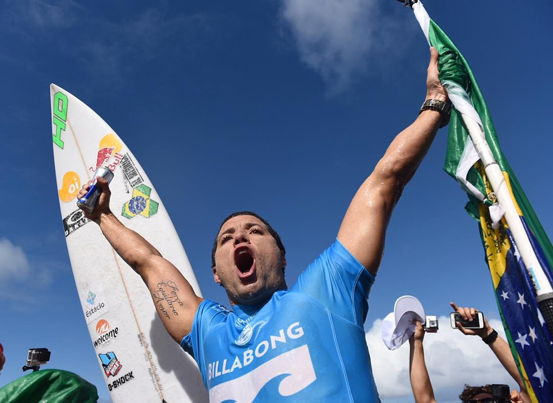 Ladies and gentlemen, introducing your 2015 @wsl World Champion, @adrianodesouza! #VaiAdriano
