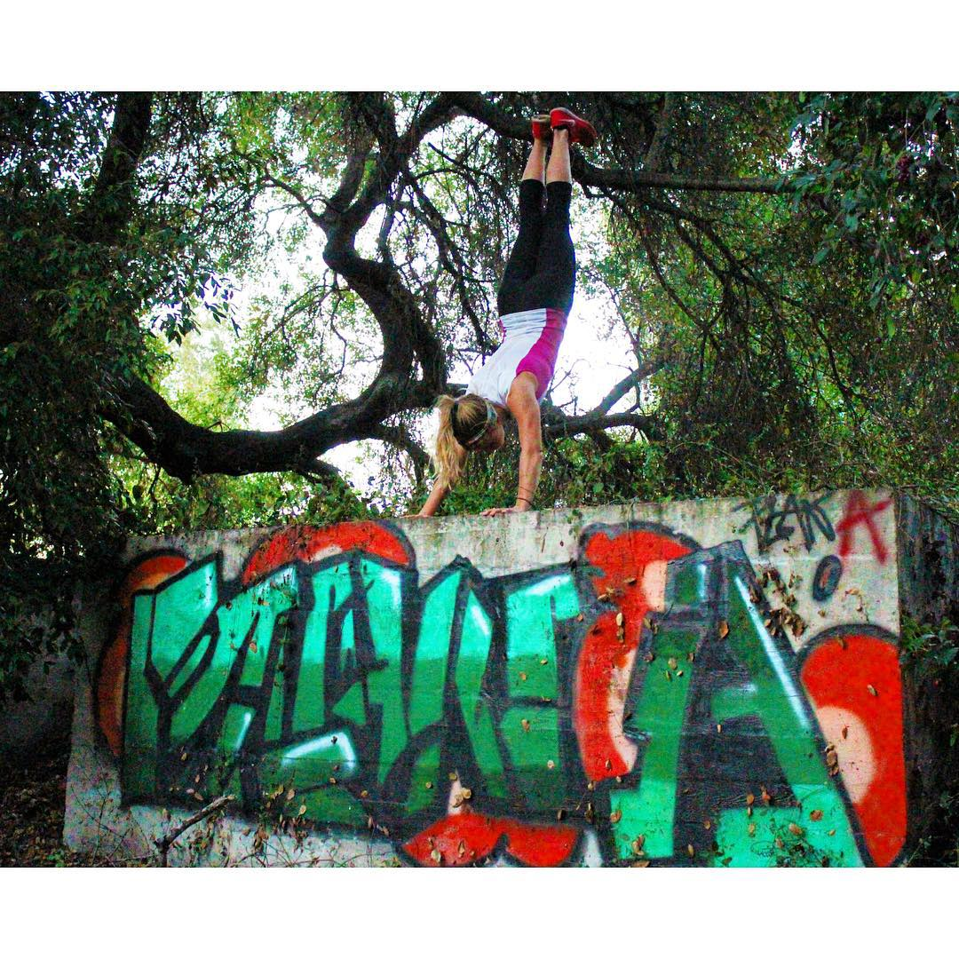 A few of my favorite things! #parkour #parkourgirl #girlparkour #freerunning #intelliskin @intelliskin #fitness #handstand #graffiti #streetart #nature #photography #planA #colors #graceflix