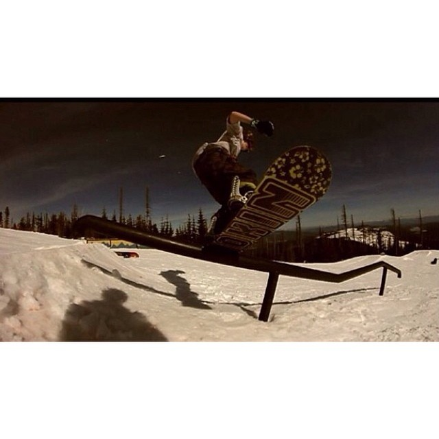 Here us a screen grab from Smokin team rider @austinvizz  filmed by @hilzendonger @mtspokaneterrainpark  @inicooperative @pistoleboardshop  Keep an eye out for #AustinVistine , he is a crusher. #forridersbyriders #handmadelaketahoe #smOKin