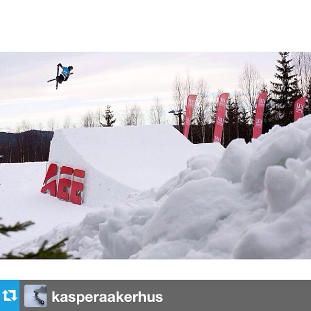 #Repost from @kasperaakerhus killing it in his #freesoul10's. Spring shred is on! --- Wyller yesterday was a blast!  PC: @lovestormphoto | @roxaboots @elanskis @smithoptics