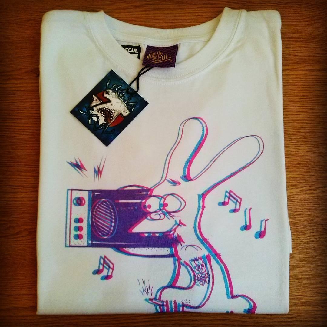 Llegó #Binky 3D a #ViejaScul! Y toda la nueva colección de remeras y musculosas para este verano 2016.  Queres sumar #VS a tu negocio? Escribinos a info@viejascul.com.ar y enterate cómo!  www.viejascul.com.ar  #tee #remera #clothes #tshirt #skateshop...