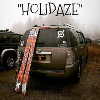 """Tank tops are 50% off or use discount code """"HOLIDAZE"""" for 20% off everything else!!! #whereiswinter #prayforsnow #skiing #snowboarding @zayjmad191 @chrisbenchetler #justsendit #WhoaBrah @jerryoftheday #ilovermont @carinthiaparks @mountsnow"""