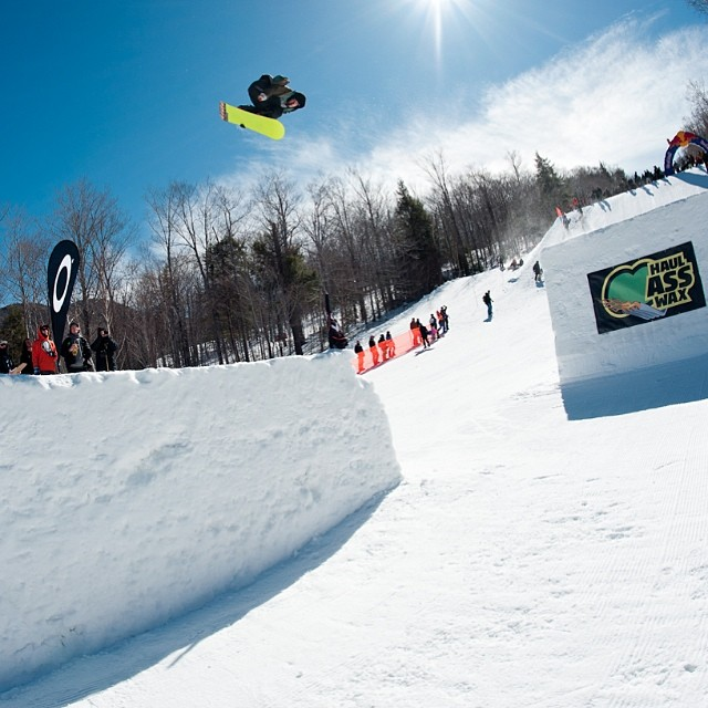 @easternboarder 's #LastCall went down yesterday and it was a blast! Thanks @loonparksnh for putting on a killer event. Props to all that competed and won including iNi's @halloweezy , Ryan Hryckiewicz, Devon Therrien & Élan Tortiouse
