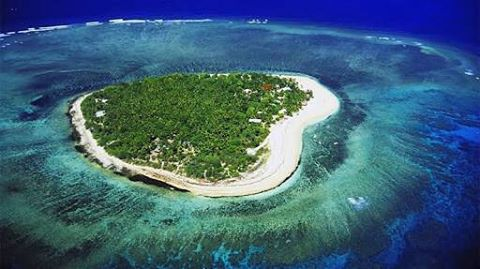 How can you not love an island shaped like a heart? Feel like the luckiest girl in the world to have called this home for the past two weeks thanks to @tavaruaislandresort @odinasurf @pelicanproducts @rawelementsusa @discovery