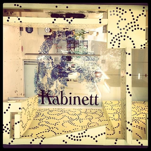 Esa pequeña caja blanca se llama #KABINETT y también vende #mafia !  #retailers #mafiabags