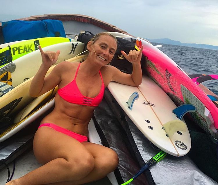 Pre Surf Stoke!! @alisonsadventures in her favorite Braids of Love top and bottoms in signature Kona Color!! #photo by @hisarahlee #sarahleephoto Odinasurf.com/products/braids-of-love-top #fiji #surf #boat #trip #island #paradise #pink #bikini