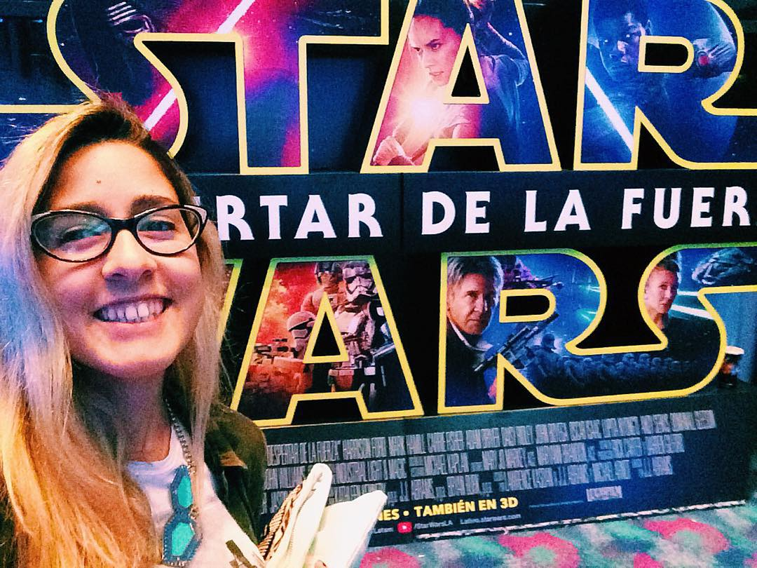 A minutos de que empiece @starwars con @aluette amargo jaja ✨✨✨ #starwars #movie #cinema #apple #iphone