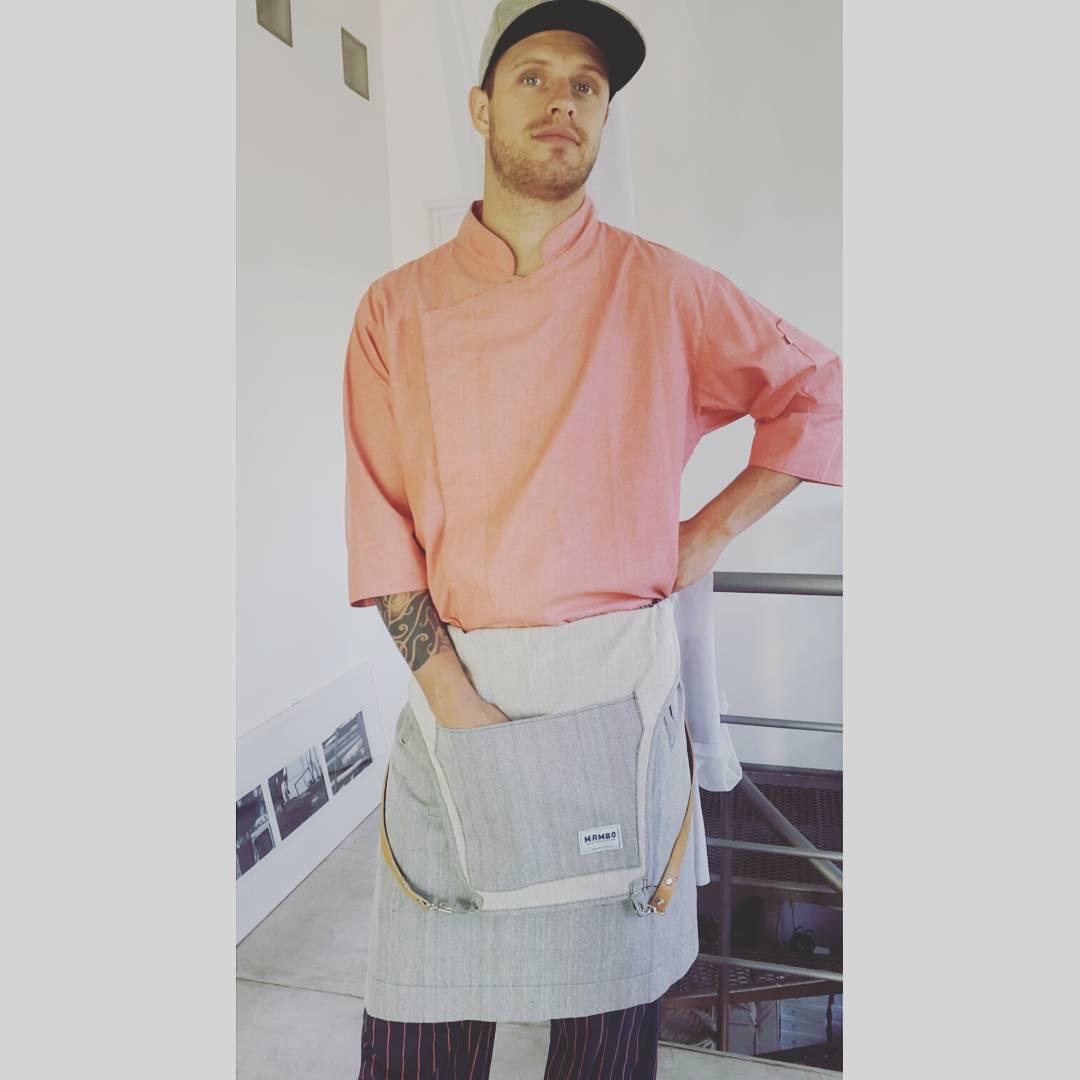 @joaquinaramburucocina por salir a trabajar con su delantal !  #cocineromambo #delantales #casamambo #regalaso #navidad