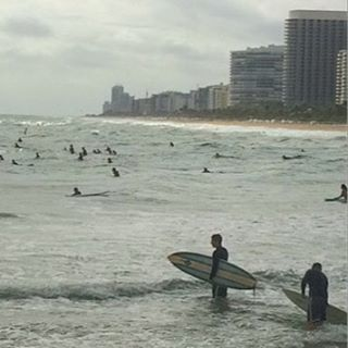 #Surfers in #Miami catching some waves