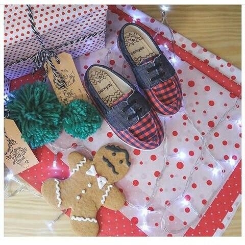 Para los más peque.. Perkyds @perkyshoesar  Preparando los regalitos #Perky #perkyds #Navidad #shoes #kids #love