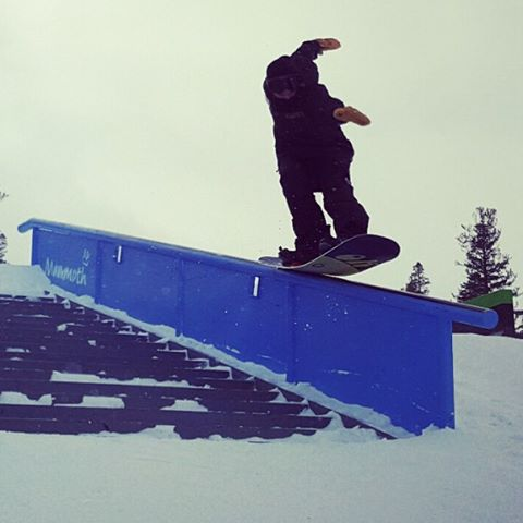 @marchfamilyguy getting his #tailpress on @mammothunbound . One of the few #greybird days at Mammoth.