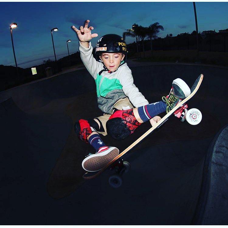 8 year old @sk8inbaconbeast with a #stalefish at last night's session . GAvin wears the S1 Mini Lifer Helmet. #s1lifer #s1helmets #gavinbottger #grom #stalefish #trustedbythepros #skatehelmet #s1helmetco Great fit + best protection + smaller helmet...