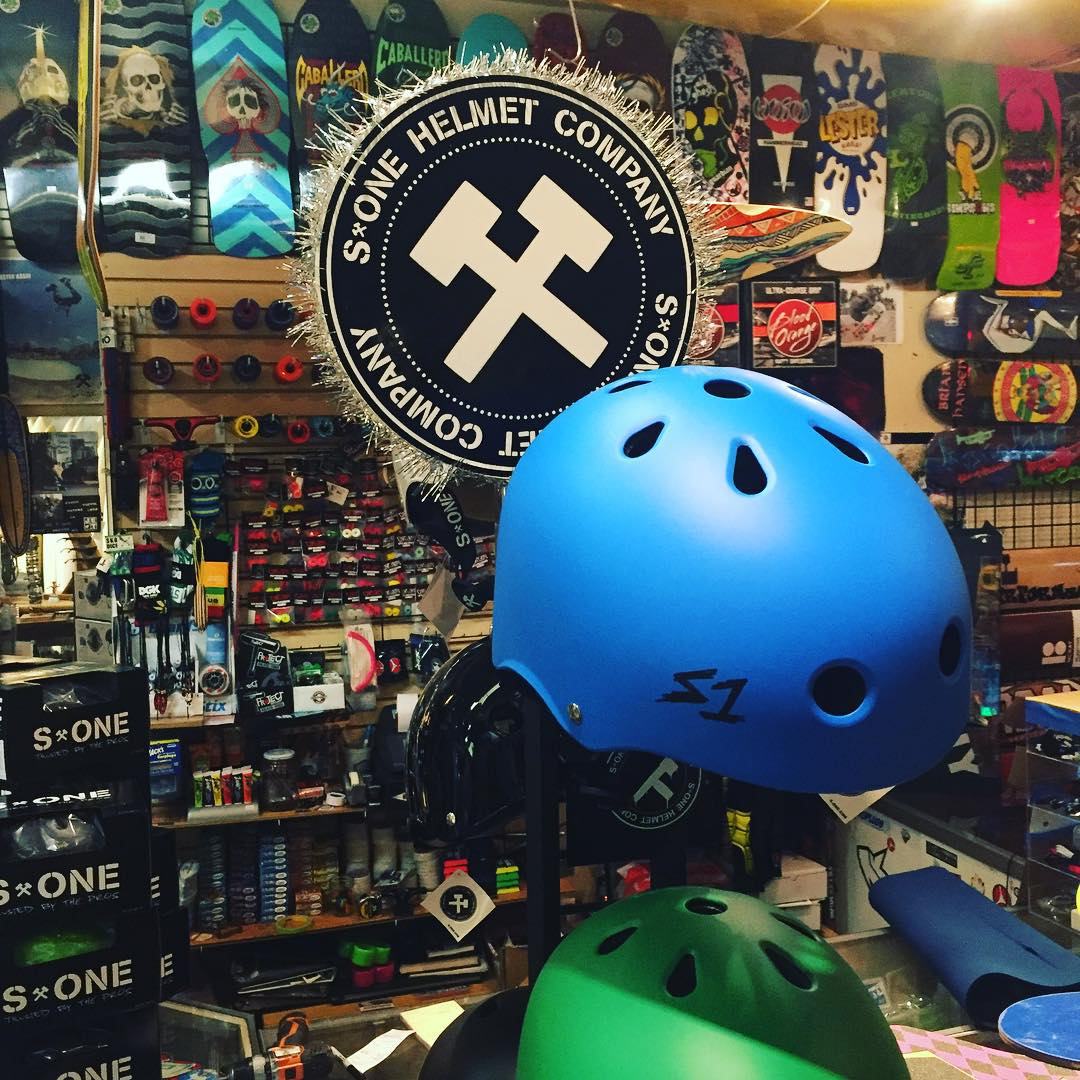 #supportyourlocalskateshop #s1lifer #s1helmets @soul_performance #skateshop #redondobeach
