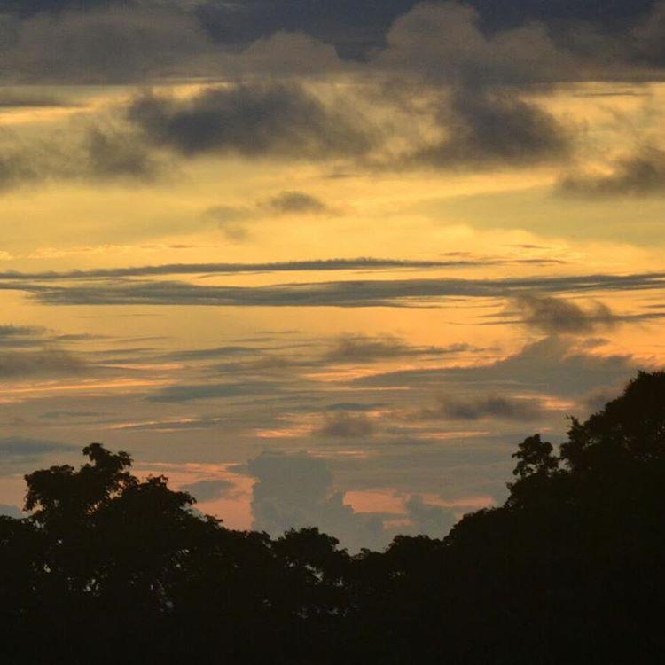 Otro tipo de atardecer....este seria medio metalero.  #all_my_own #sunset #atardecer #costarica #arte_of_nature #beautiful #creacion #d3100 #nikkon #descubrecostarica #estaes_america #ig_costarica #igworldclub #ig_great_pics #agean_fotografia #cielo...