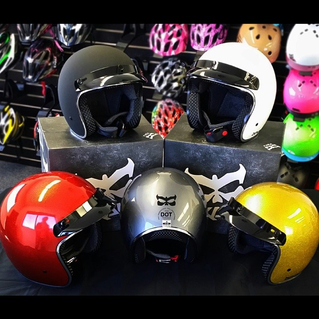 Ride in style with our new RAVA helmet! #kaliprotectives #kali #kalipro #rava #threequarter #scooter #vespa